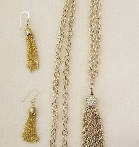 522s Gold chain w tassel